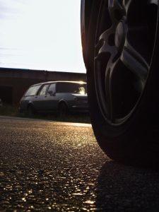 'Melting road' damages cars in Australia
